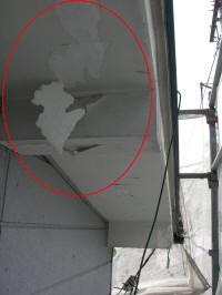 下地調整不足もしくは、下塗り塗料の不足による密着不良の塗膜はがれ