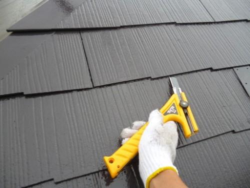 カッターで屋根縁切り