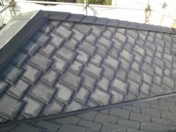 刷毛塗装が完了した屋根全体